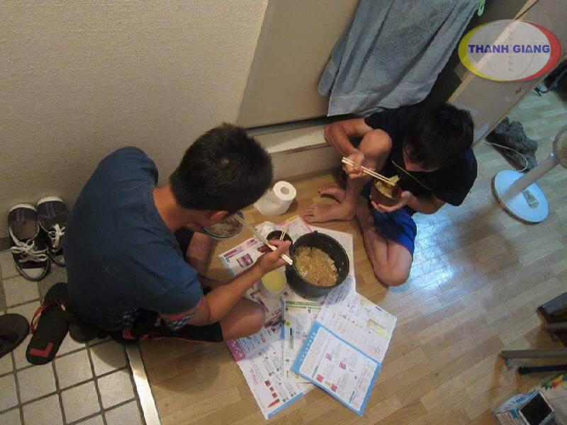Du học Nhật Bản khóc cho một kiếp người - Bữa ăn du học sinh
